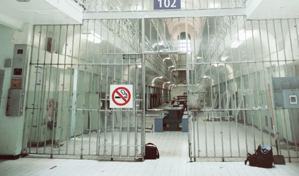 L'interdiction complète du tabac dans les prisons du Québec est une demande qui provient des agents correctionnels : plusieurs d'entre eux préfèrent encore affronter un prisonnier en sevrage que recevoir un diagnostic de cancer.