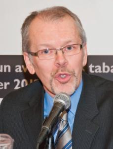 Mario Bujold dirige le Conseil québécois sur le tabac et la santé. En 1998, l'organisme a co-initié l'un de deux recours collectifs québécois contre l'industrie du tabac.