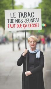 Survivante du cancer du poumon, Micheline Bélanger dénonce aujourd'hui publiquement l'industrie du tabac.