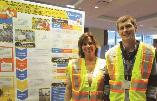 Tous deux employés de Santé publique Ottawa, Heidi McKean et Kale Brown soutiennent les travailleurs de la construction qui veulent cesser de fumer.