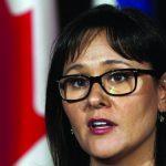 Ancienne ministre canadienne de la Santé, Mme Leona Aglukkaq aurait cédé aux pressions des cigarettiers avant  d'adopter un projet de loi plus sévère contre l'industrie du tabac.