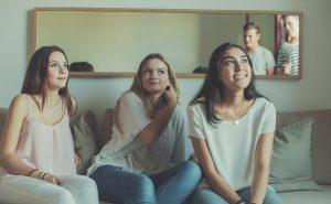 Jeunes adolescents visage du vapotage